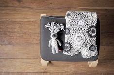 Leonor blanket in shades of gray and Gabriel