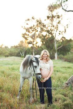 Maternity photos with horses