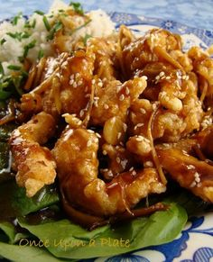 Made this for dinner and is very good with easy directions. Once Upon a Plate: Crispy Garlic-Ginger Chicken, Asian Style Garlic Ginger Chicken, Sesame Chicken, Crispy Chicken, Asian Chicken, Chicken Cake, Chicken Bites, Orange Chicken, Asian Recipes, Healthy Recipes