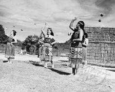 Maori women using poi