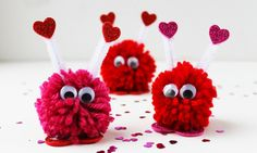 Here's another Valentine craft that you can make together with your kids and have a good time – these pom pom monsters! The supplies are yarn, pom pom Valentine Love, Kinder Valentines, Homemade Valentines, Valentines Day Party, Valentine Day Crafts, Valentine Decorations, Valentine Ideas, Valentine Pillow, Valentine Recipes