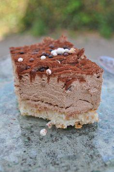 Chantilly de chocolat au lait sur dacquoise aux amandes - La popotte de Manue