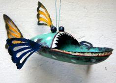 Piranha birdfeeder blue
