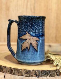 Cute Ceramic Mug Ideas with Various Color Variation - Pottery Mugs, Ceramic Pottery, Pottery Art, Thrown Pottery, Blue Pottery, Glazes For Pottery, Pottery Designs, Mug Designs, Pottery Ideas