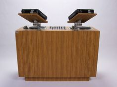 The San Francisco DJ Console by Dual is a nice home DJ set up for your Turntables, CD-DJs and a mixer. With available platform add-on for your laptop, Serato, final Scratch or Ableton Li… Vinyl Storage, Record Storage, Dj Stand, Dj Table, Best Home Theater System, Music Studio Room, Music Rooms, Studio Table, Desks
