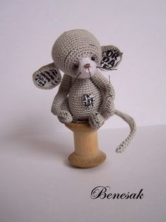 Amigurumi mouse Joey with fabric trim. Crochet Mouse, Crochet Bunny, Love Crochet, Crochet Gifts, Yarn Animals, Knitted Animals, Crochet Amigurumi Free Patterns, Stuffed Animal Patterns, Thread Crochet