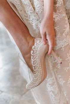 Getting reay wedding photos with your accessories and shoes 9