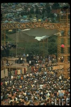 refresh ask&faq archive theme Welcome to fy hippies! This site is obviously about hippies. There are occasions where we post things era such as the artists of the and the most famous concert in hippie history- Woodstock! 1969 Woodstock, Woodstock Hippies, Woodstock Festival, Woodstock Music, Woodstock Poster, Woodstock Pictures, Hippie Movement, Estilo Hippie, Rock Festivals