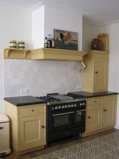 Mertens Keukenambacht - Nostalgische, landelijke en Oudhollandse keukens Orange Kitchen, Spanish House, Kitchen Cabinets, Mom, Yellow, Interior, Home Decor, Decoration Home, Indoor