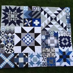 Another beautiful example of a #modernbuildingblocks quilt using the darks blue and blacks.  I think my boys would really like this. Thank you @ccpquilt for making an amazing quilt. #southernfabric #quilting