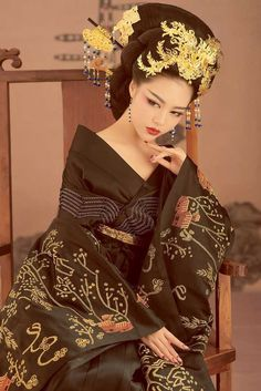 Empress (Femme Fatale) Post with 1074 views. Style Oriental, Oriental Fashion, Asian Fashion, Look Fashion, Traditional Fashion, Traditional Dresses, Hanfu, Elie Saab Couture, China Girl