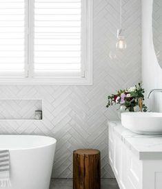 White Bathroom Tiles, Bathroom Tile Designs, Laundry In Bathroom, Bathroom Interior Design, Home Interior, Small Bathroom, Bathroom Ideas, Modern Bathroom, Attic Bathroom