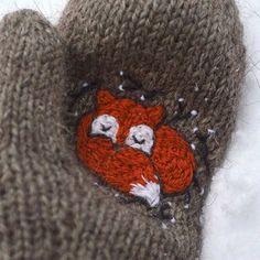 "Вязание. Жаккард - ""Зимняя радуга""   VK Knitted Mittens Pattern, Knit Mittens, Knitted Gloves, Baby Knitting Patterns, Knitting Socks, Hand Knitting, Knitting Projects, Crochet Projects, Cross Stitch Embroidery"