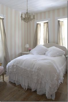 rachel ashwell the prairie-beautiful! If I didn't have male dogs my bedroom would look like this.  But the boys like to lift their legs, they have been worn, they shelter is two blocks away.