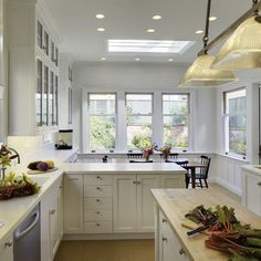 love the layout with the eat in kitchen and counters that go all the way down