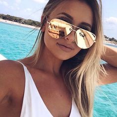 UPDATE: The giveaway is now closed. Congratulations to our winner, @ashlyn_brennan 😎🙌🏼 GIVEAWAY ALERT! ⚡️We have 2 pairs of sold out HIGH KEY Gold for 1 lucky winner! To enter, tag the friend you'd give your 2nd pair to in the comments below and make sure you're both following @QuayAustralia. We'll announce the winner on Monday #QuayAustralia #DesiPerkins #QuayxDesi #TGIF Note: this giveaway is not sponsored by Instagram.