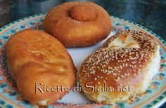 Sicilian Recipes, Bread And Pastries, Bread Rolls, Food Illustrations, Sweet Bread, Street Food, Biscotti, Doughnut, Desserts