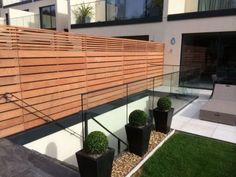 Cheap And Easy Ideas: Fence Ideas Front Yard fence design articles.Cedar Fence On Slope rusted metal fence. Slatted Fence Panels, Garden Fence Panels, Fence Plants, Front Yard Fence, Garden Fencing, Lattice Fence, Front Yards, House Fence Design, Garden Design