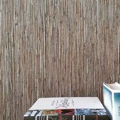 Stråtapet med svarte innslagstråder. Straw wallcovering with black threads. #stråtapet #tapet #halmt - biri_tapet