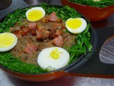 O Tutu de Feijão à Mineira é simplesmente maravilhoso. Basta um arroz branco para a sua refeição ficar completa e arrancar elogios de todos que provarem. V