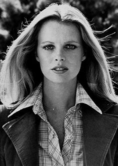 Kim Basinger In Dog and Cat 1977 Kim Basinger, Hollywood Icons, Hollywood Celebrities, Hollywood Actor, Hollywood Actresses, Tim Burton, Ford Modeling Agency, Breck Shampoo, Georgie