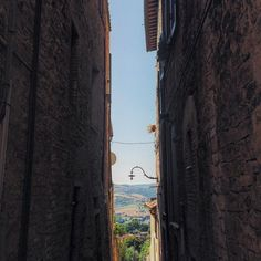 Saying goodbye is always the hardest part. #todi #umbria #labellaitalia | photo by Petriina