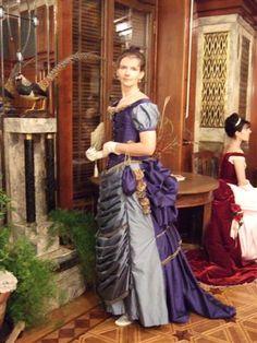 First bustle era evening dress by Victorias Enkel - Frühe Tournüre Ball- und Dinerkleider
