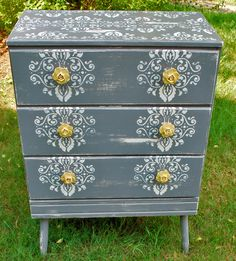 so much old furniture is being given new cute life! Diy Furniture Projects, Upcycled Furniture, Furniture Makeover, Cool Furniture, Painted Furniture, Furniture Dolly, Furniture Online, Furniture Outlet, Furniture Stores