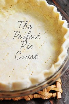 Perfect Pie Crust Recipe - A pie crust recipe that works perfectly for sweet and savory pies. This pie crust recipe is made by hand and makes a perfect pie crust every single time! Think Food, Love Food, Pie Dessert, Dessert Recipes, Dessert Healthy, Apple Desserts, Brownie Recipes, Chocolate Recipes, Do It Yourself Food