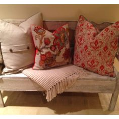 Cute entry bench!! Darling pillows!!
