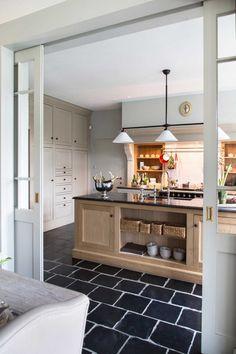 Ce couple est propriétaire de deux charmantes maisons de vacances dans les Ardennes belges. Prendre le temps, c'est leur nouveau mode de vie…