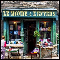 Livres anciens Great Books, New Books, Magical Library, Book Cafe, Shop Fronts, Book Study, Exotic Places, Reading Room, Loire