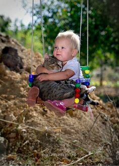 40 Fotos Extraordinárias de Gatos e Bebés