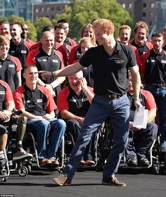 Prince Harry Laughs As His Speech Blows Away During His Speech for Invictus Games. (I Just Love Those Pants. #Bulto) Photos/Video: http://www.dailymail.co.uk/news/article-2723626/Bloodied-unbowed-Prince-Harry-joins-wounded-servicemen-taking-month-s-Invictus-Games.html