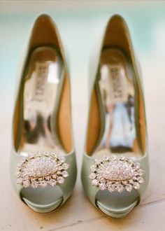 So pretty. Mint green heels with diamente buckle Crush Cul de Sac Pretty Shoes, Beautiful Shoes, Cute Shoes, Me Too Shoes, Fancy Shoes, Gorgeous Heels, Bridal Shoes, Wedding Shoes, Bridal Footwear