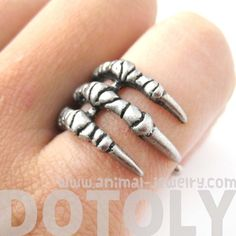 A ring made in the shape of a bird's claw in silver. It is available in US size 6 to size 9, please leave us a message at checkout with the size you'd like!  ---  Material: Tin Alloy  Sizing:  - All r