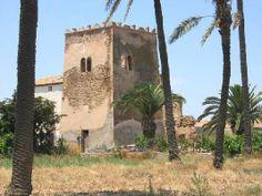 Torre del Negro, Campo de Cartagena. Torre vigía de aviso de ataques. Posee una lápida sobre la puerta de entrada. Construidas en los siglos XVI-XVII y permanecieron en activo hasta el siglo XIX.