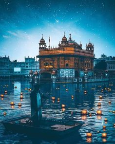 Photography is a fulfilling recreational activity for you. You will never be great at it without a bit of knowledge about photography to take pictures properly Guru Granth Sahib Quotes, Sri Guru Granth Sahib, Site Image, Image Hd, Golden Temple Wallpaper, Founder Of Sikhism, Guru Nanak Wallpaper, Guru Nanak Ji, Harmandir Sahib