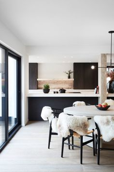 How to design your kitchen design in a thematic area – lamp ideas Kitchen Interior, Home Interior Design, Cosy Dining Room, Living Room White, Ikea, Minimalist Living, Apartment Living, Interior Inspiration, House Design
