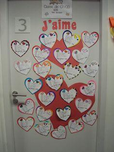 Voici un petit aperçu de ma classe: La porte d'entrée: Mise à part l'affiche signalant le niveau et mon nom, j'aime décorer ma porte avec les productions d'écrit de mes élèves.... En ce moment, elle est remplie de coeurs, sur lesquels mes élèves ont écrit...
