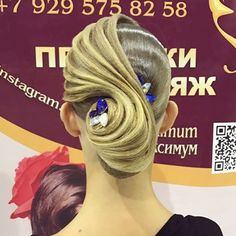 Ещё один вариант популярного на сегодняшний день образаНа этот раз для европейской программы танцев. Не бойтесь использовать в причёске контрастные камни ярких оттенков. С паркета выглядит потрясающе ⚜️ Запись на турниры по телефону: 8 495 104 24 41, Msk ✉ 8 929 575 82 58, WhatsApp/Viber