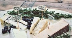 DIY Sea Glass and Gold Leaf Food Labels Not only do I love the DIY Labels I also love the arrangement. The rosemary and blackber...