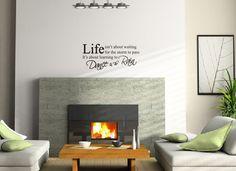 Een mooi vormgegeven muursticker met daarop een inspirerende tekst. Een mooie muursticker voor in de woonkamer.