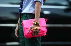 Divino bolso neón. #Colores #Moda #tendencias #MNYArgentina