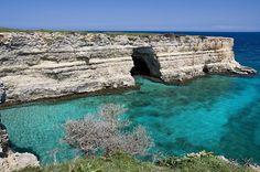 Otranto: grotta dell'eremita  SItuata nell'insenatura del Mulino d'acqua, a nord di Otranto.