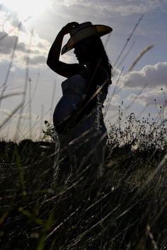 Silhouette maternity shoot western