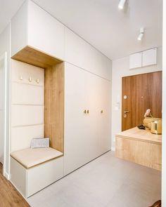 Hall Interior Design, Japanese Interior Design, Hall Design, Corridor Design, Wardrobe Design Bedroom, Bedroom Cupboard Designs, Modern Tv Room, Sliding Door Room Dividers, Garderobe Design