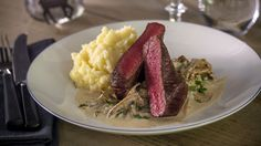 MatPrat - Reinsdyrbiff med kremet soppstuing Risotto, Steak, Beef, Dessert, Ethnic Recipes, Food, Meat, Desserts, Deserts
