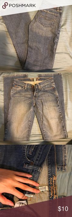 🎈3 for $25 🎈AF JEANS Preowned/ Emma style/great condition/ light wash. * pick 3 items from my 🎈3 for $25🎈items and add it onto a bundle, then I'll adjust the discount to $25 for you. Abercrombie & Fitch Jeans