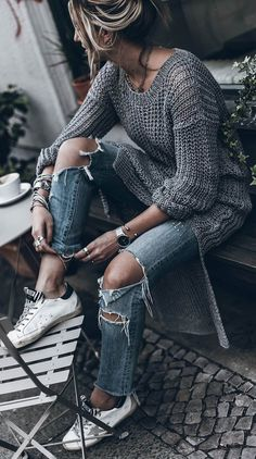 street style addict / knit sweater + ripped jeans + sneakers